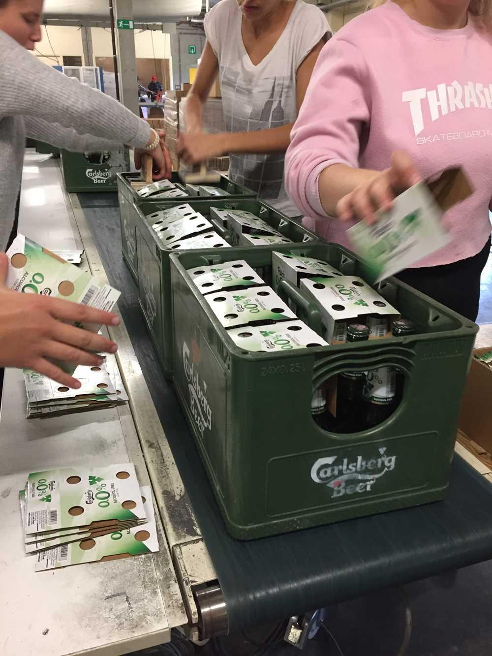 Clipping bottles Carlsberg